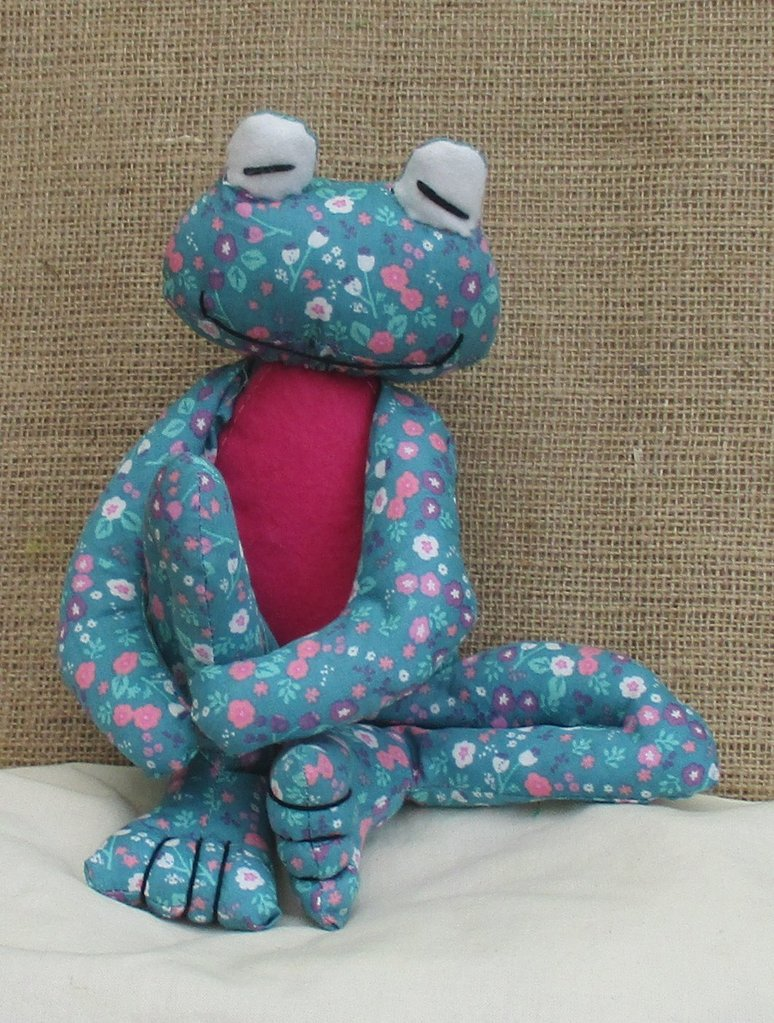 Fritz Frog soft toy sewing kit